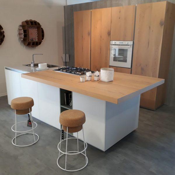 Aspen Doimo cucine anta telaio alluminio, vetro bianco e rovere nodato